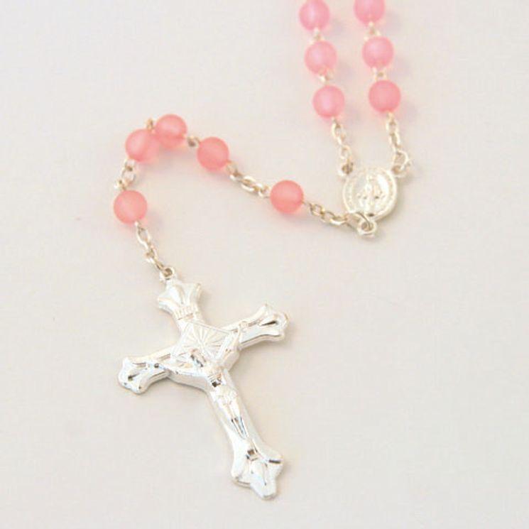 Lot de 12 - Chapelet sur chaine argentée, perle plastique sablée rose ronde de 6mm