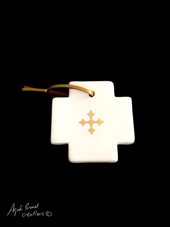 Croix céramique calisson carrée or fin 7 x 7 cm