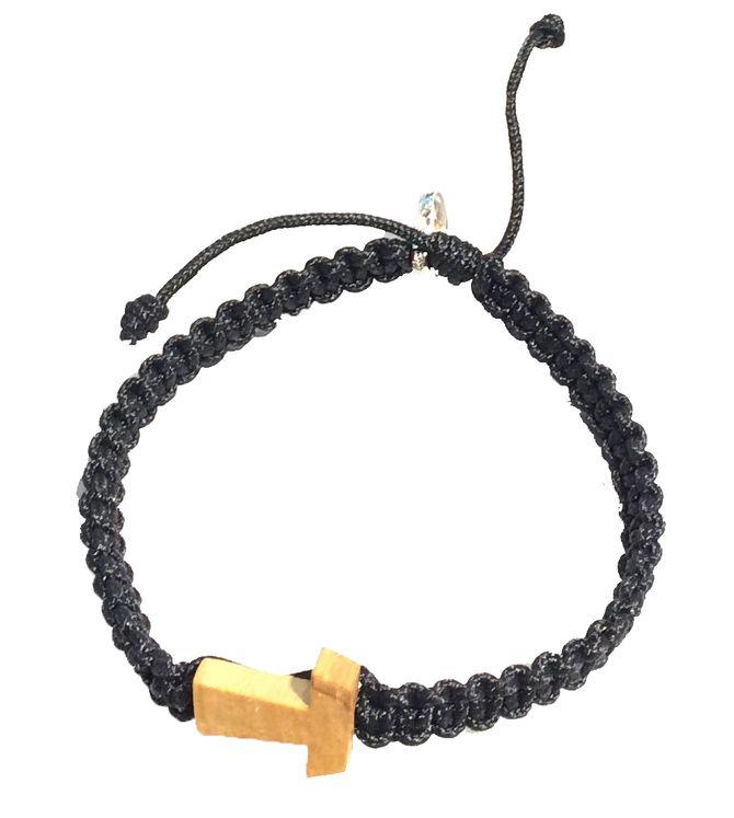 Bracelet en macramé noir avec croix Tau et medaillon